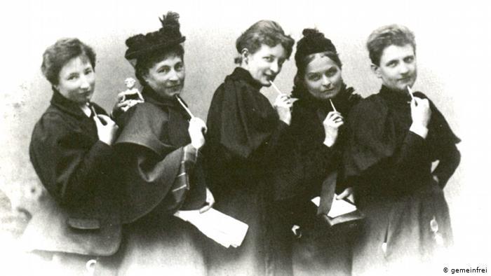 Frauen im Zentrum